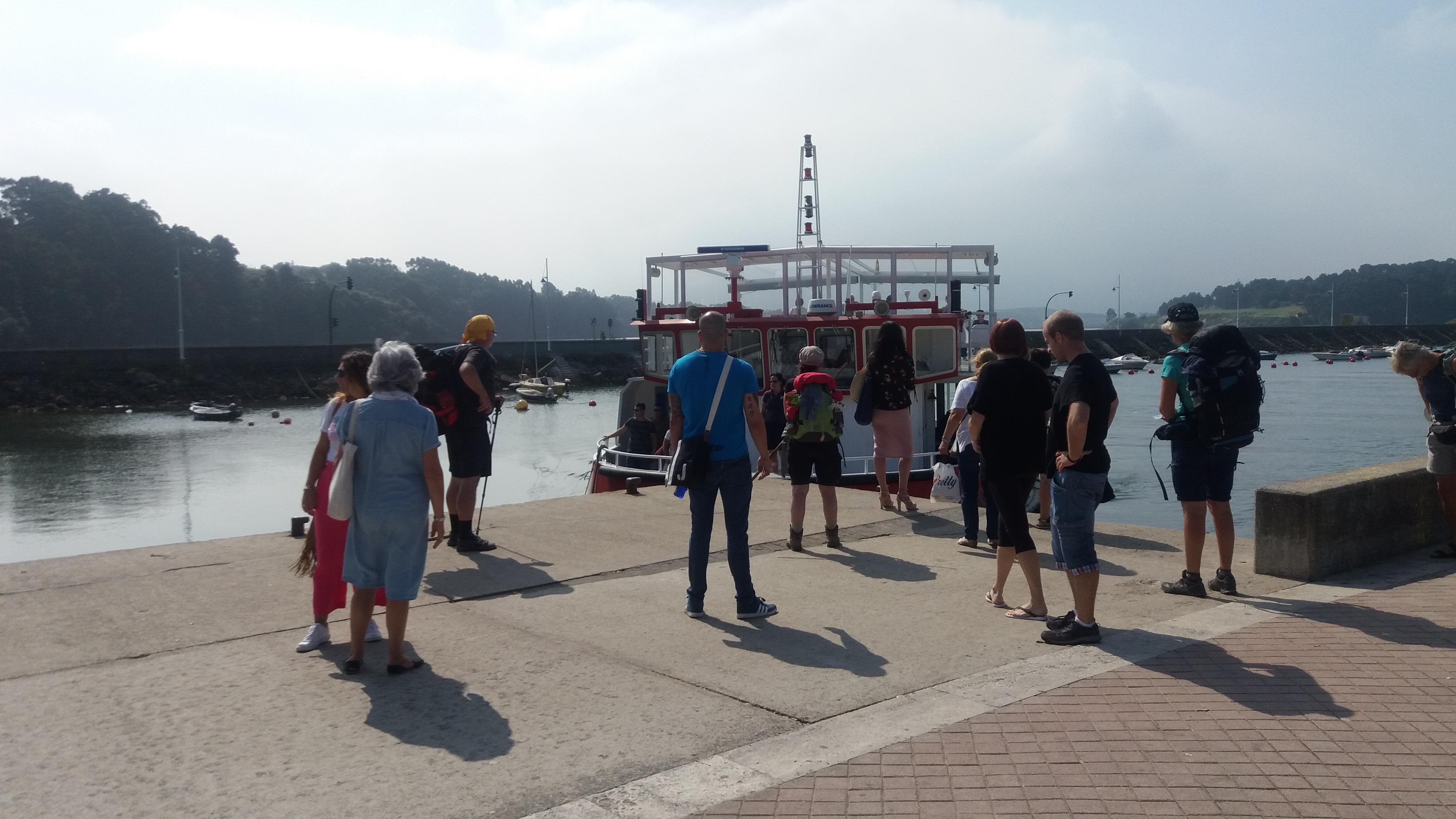 Mit Piratenbandana entert der Autor die Fähre nach Santander