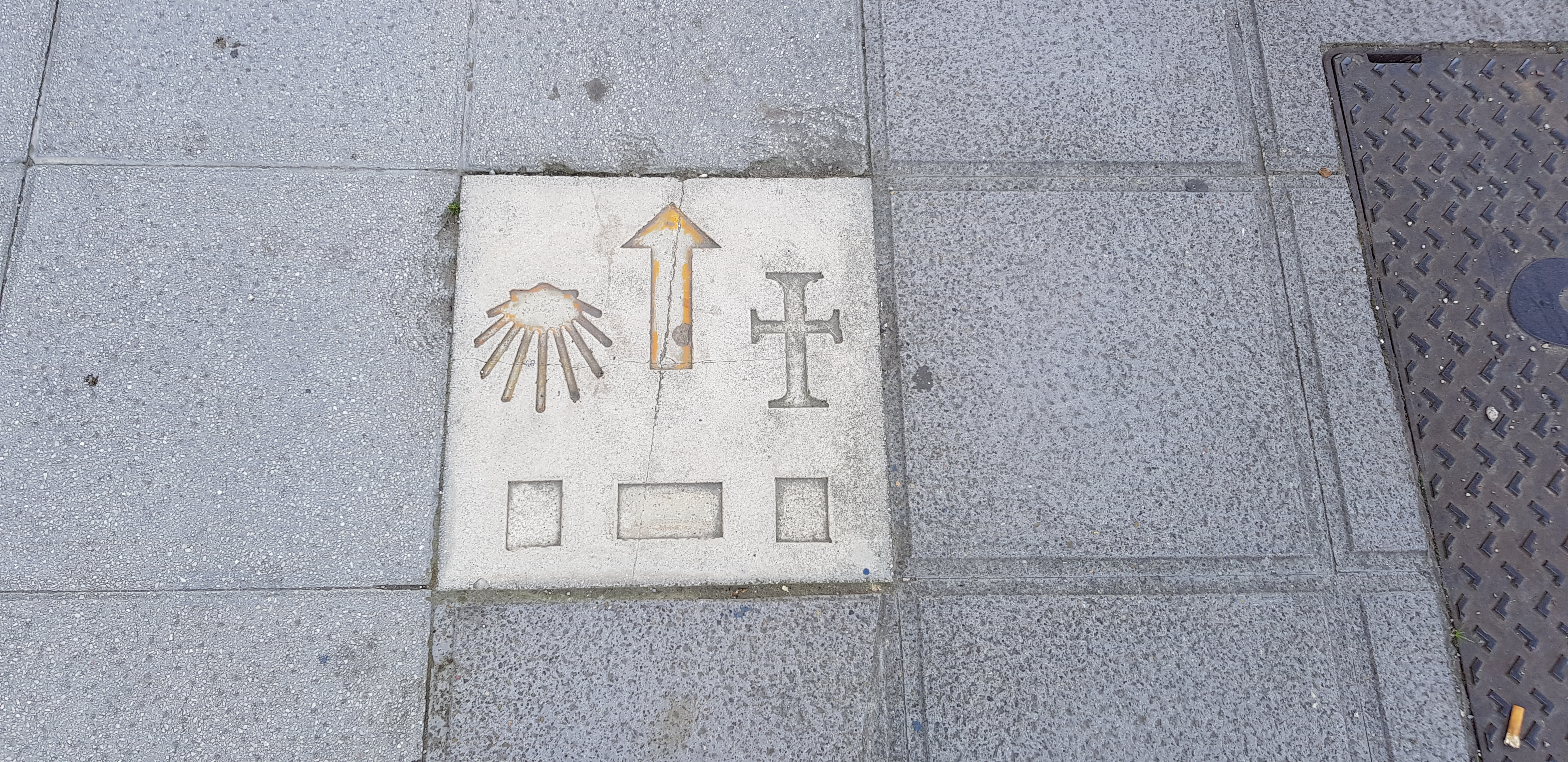 In Santander ist der Camino häufig so markiert