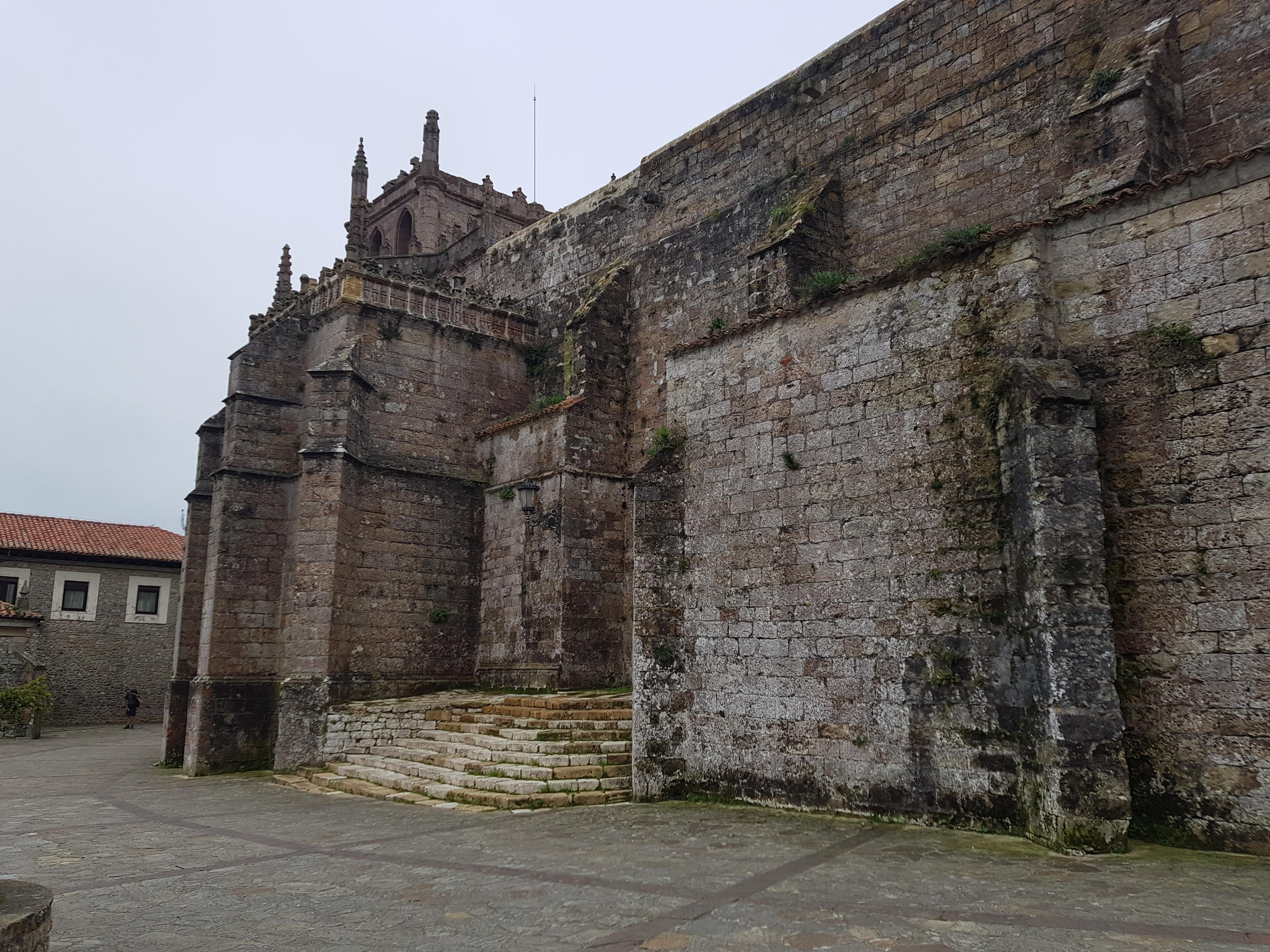 Kirche von San Vicente mit dem Pilgertor
